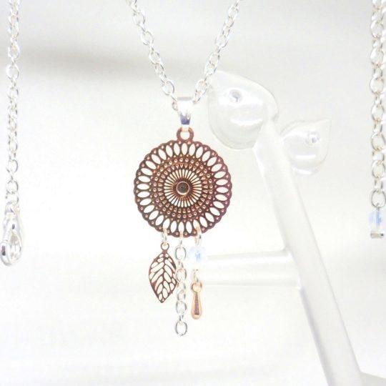 Collier or rose gold estampes rosace feuille goutte blanc opale irisé création Odacassie