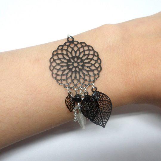bracelet attrape-rêves noir et argenté dreamcatcher estampes feuilles plume perles Odacassie
