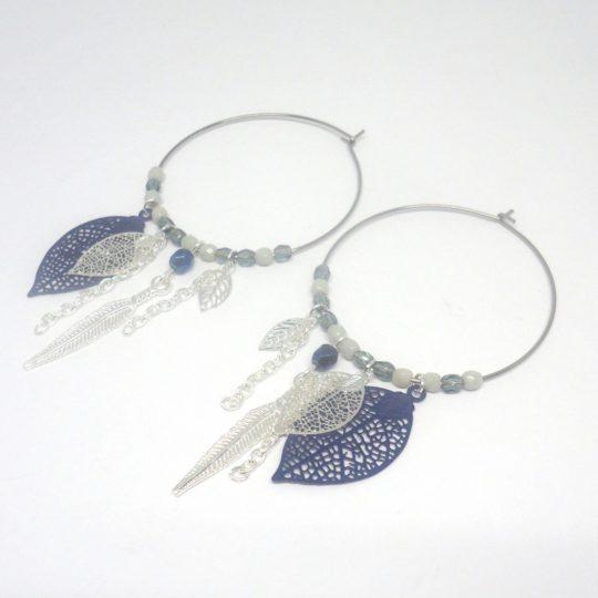 Créoles argentées bleu marine grises fines estampes feuilles plumes perles en verre de Bohême attrape-rêves dreamcatcher