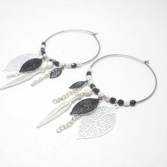 Créoles noires et blanches argentées estampes feuilles plumes perles attrape-rêves dreamcatcher Odacassie