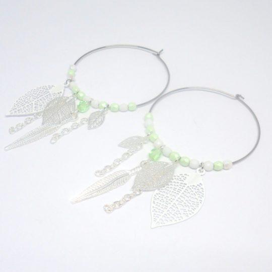 Créoles pastel argenté blanc vert amande vert clair acier inoxydable estampes feuilles plumes perles création Odacassie