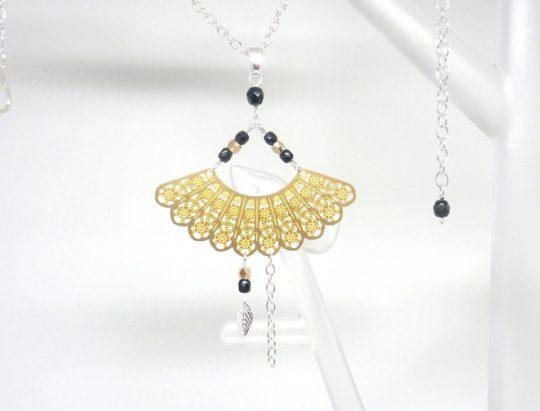 collier éventail doré noir argenté japonisant asiatique estampe perles en verre de Bohême bijou édition limitée Odacassie