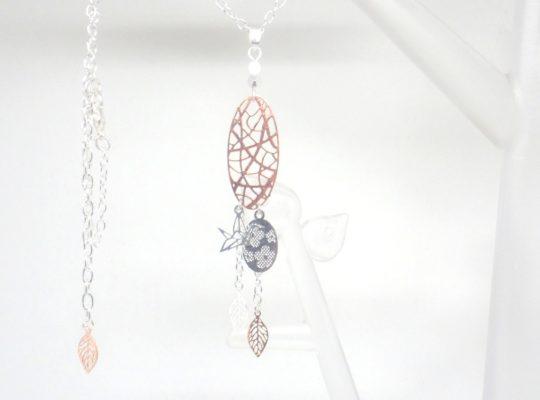 Collier ovale ajouré oiseau origami pendentif fleurs fines estampes feuilles or rose argenté blanc nacré collier mi-long fait main Odacassie