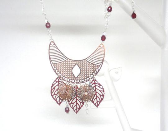 collier plastron demi-lune feuilles rosaces or rose bordeaux argenté création édition limitée Odacassie