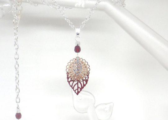 collier feuilles rosace perles bordeaux or rose gold argenté création édition limitée Odacassie collier mi-long