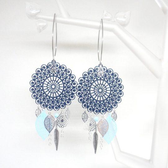 Boucles d'oreilles bleu pétrole bleu clair argenté esprit attrape rêves fines estampes grand format acier inoxydable création Odacassie bijou fait main