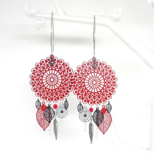 Boucles d'oreilles rouges et noires argentées pièce unique Odacassie Collection Noël 2017 fines estampes dreamcatcher