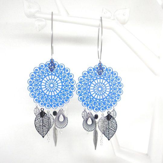 Boucles d'oreilles bleu électrique noir argenté tendance attrape-rêves fines estampes pièce unique Odacassie collection Noël 2017
