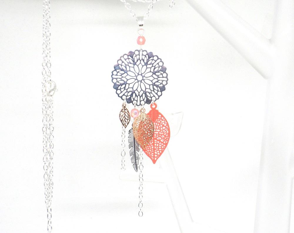 Sautoir corail argenté or rose rose dreamcatcher attrape-rêves estampes feuilles plumes perles en verre de Bohême création édition limitée Odacassie