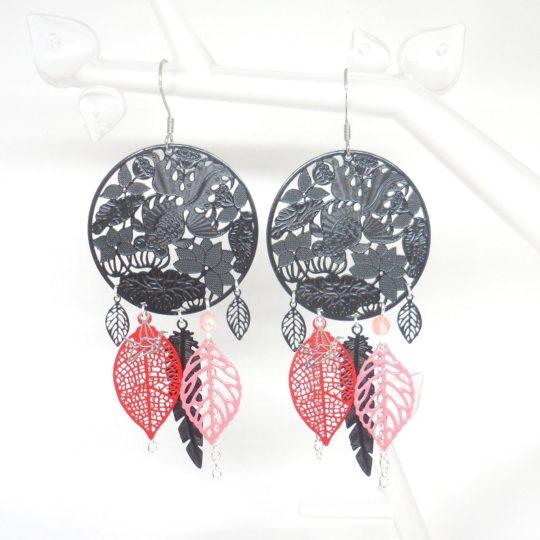 Boucles d'oreilles style nippon estampes fleurs de lotus noir rouge vieux rose argenté feuilles plumes création Odacassie bijoux et acccessoires faits main