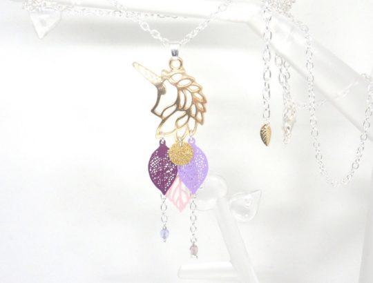 Sautoir licorne doré rose violet prune mauve lilas girly élégant tendance estampes feuilles perles en verre de Bohême long collier en édition limitée Odacassie bijoux et accessoires faits main