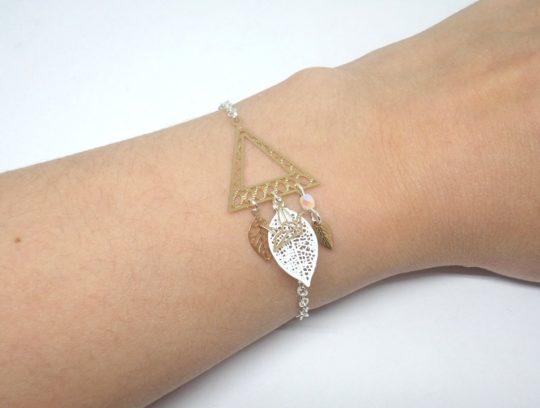 Bracelet triangle géométrie origami estampes feuilles perles en verre de Bohême oiseau origami doré blanc argenté bracelet ajustable en édition limitée par Odacassie les créations de Cassandre bijoux et accessoires faits main bijoux poétiques bohèmes romantiques