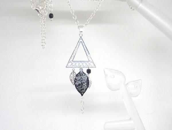 Collier graphique triangle géométrie origami oiseau feuilles estampes tendance chic mariage par Odacassie les créations de Cassandre bijoux et accessoires faits main bijoux poétiques bohèmes romantiques