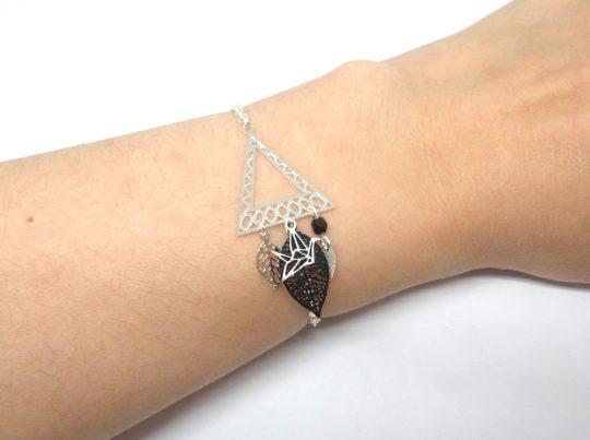 Bracelet graphique triangle géométrie origami oiseau feuilles estampes tendance chic mariage par Odacassie les créations de Cassandre bijoux et accessoires faits main bijoux poétiques bohèmes romantiques