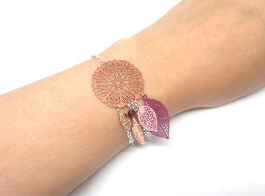 Bracelet cuivré violet rose argenté tendance attrape-rêves dreamcatcher feuilles rosace fleurie plume perles bracelet ajustable réglable par Odacassie les créations de Cassandre bijoux et accessoires faits main bijoux poétiques bohèmes romantiques