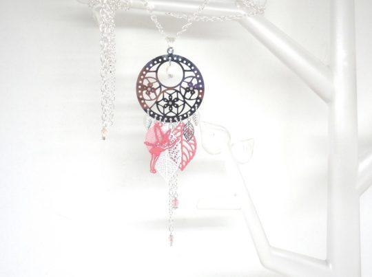 Sautoir fée estampe fleurie feuilles perles attrape-rêves dreamcatcher coloris au choix rose ou violet par Odacassie les céations de Cassandre bijoux et accessoires faits main bijoux poétiques bohèmes romantiques
