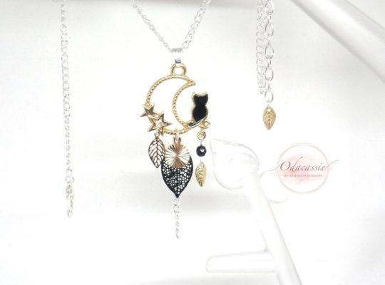 Collier chat noir et doré, étoiles, lune, feuilles, sequin doré et perle en verre de Bohême création Odacassie bijoux et accessoires faits main