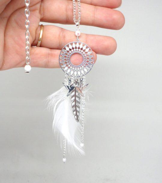 Sautoir plumes argenté blanc colibris plume duvet plume métal perles en verre de Bohême très long collier sur mesure par Odacassie les créations de Cassandre bijoux et accessoires faits main bijoux poétiques bohèmes romantiques