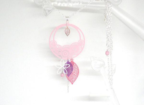 Sautoir rose violet or rose argenté rosaces stylisées feuilles fleur perles long collier par Odacassie les créations de Cassandre bijoux et accessoires faits main bijoux poétiques bijoux bohèmes bijoux romantiques idée cadeau femme