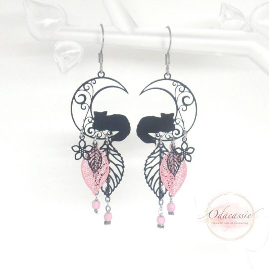 Boucles d'oreilles chats sur la lune noir rose acier inox par Odacassie