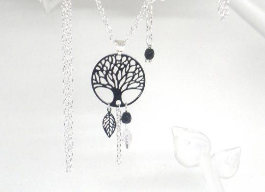 Collier arbre de vie noir argenté estampes feuilles perles par Odacassie les créations de Cassandre bijoux et accessoires faits main bijoux poétiques bijoux bohèmes bijoux romantiques idée cadeau femme