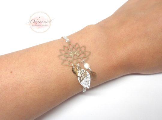 Bracelet fleur de lotus doré argenté blanc avec fines estampes fleur de lotus feuilles et oiseau origami perles en verre de Bohême bracelet fait main par Odacassie les créations de Cassandre bijoux et accessoires faits main bijoux poétiques bijoux bohèmes bijoux romantiques idée cadeau femme