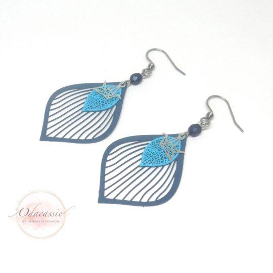 Boucles d'oreilles gouttes stylisées fines estampes feuilles oiseaux origami tons bleus par Odacassie