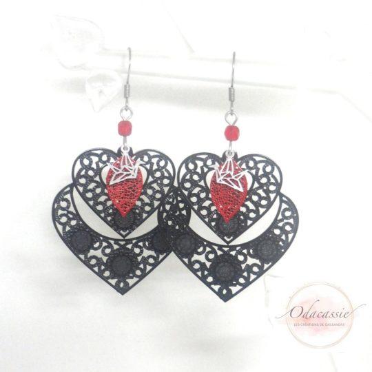 Boucles d'oreilles doubles coeurs noir rouge argenté oiseaux origami estampes feuilles perles cadeau Saint-Valentin par Odacassie