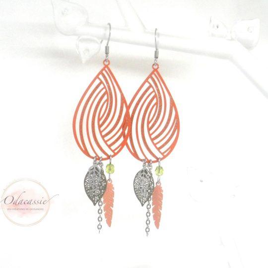 Boucles d'oreilles orange et kaki avec fines estampes spirales feuilles et plumes par Odacassie