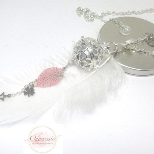 Bijou de grossesse personnalisé argenté blanc rose par Odacassie