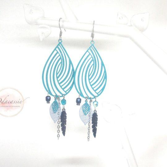 Boucles d'oreilles gouttes émeraude gris bleu nuit estampes perles attrape-rêves plumes par Odacassie