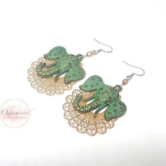 Boucles d'oreilles éléphants bronze antique patiné fines estampes dorées perles style ethnique par Odacassie