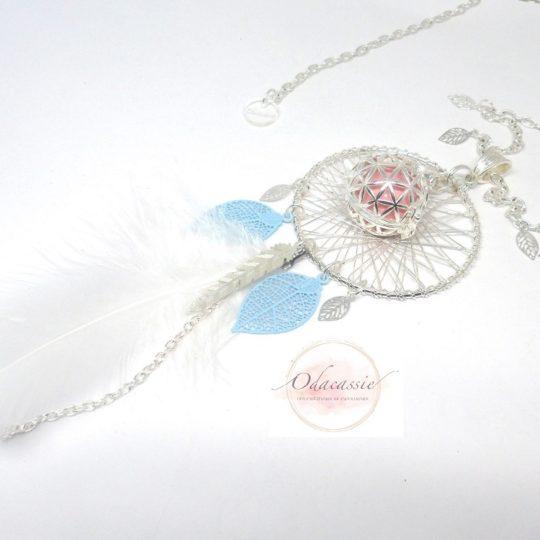 Bola musical pastel rose bleu blanc plume duvet attrape-rêves pièce unique par Odacassie bola de grossesse