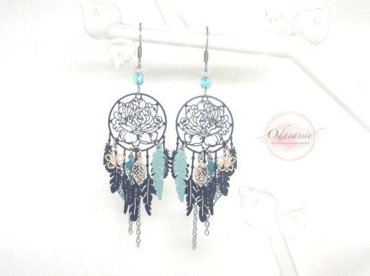 Boucles d'oreilles dreamcatcher et fleurs fines estampes nature bleu nuit beige vert perles par Odacassie
