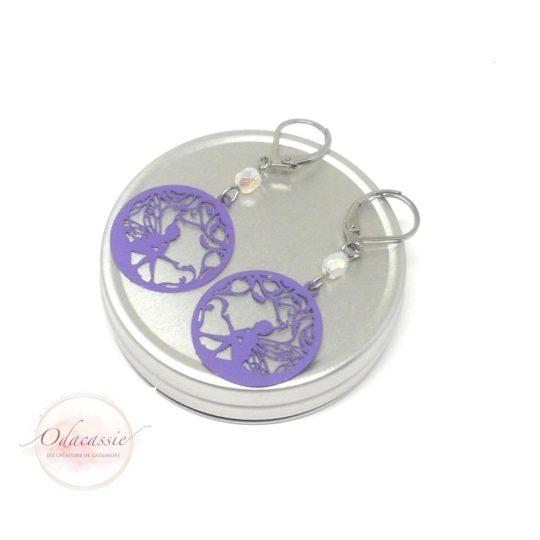 Boucles d'oreilles fées enfant violet blanc opale reflets irisés fines estampes perles en verre de Bohême dormeuses acier inoxydable par Odacassie