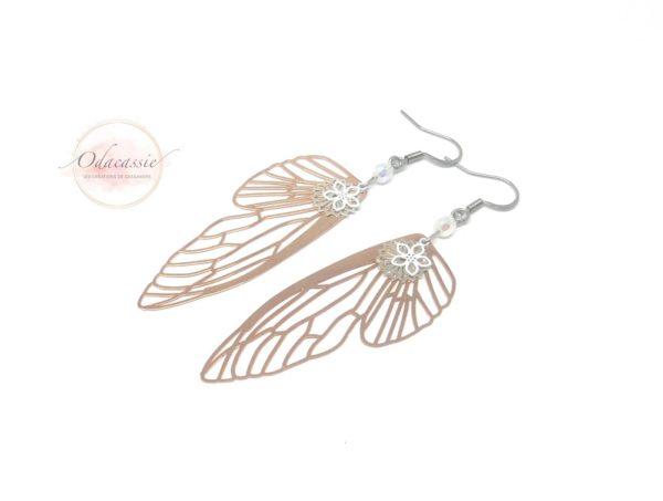 Boucles d'oreilles ailes de fée or rose argenté blanc irisé fines estampes perles par Odacassie