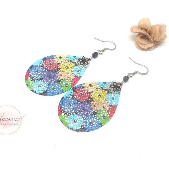 Boucles d'oreilles fleurs multicolores sur estampes gouttes rosaces perles acier inoxydable par Odacassie