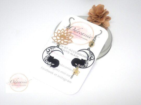Boucles d'oreilles chats et lotus boucles d'oreilles asymétriques par Odacassie