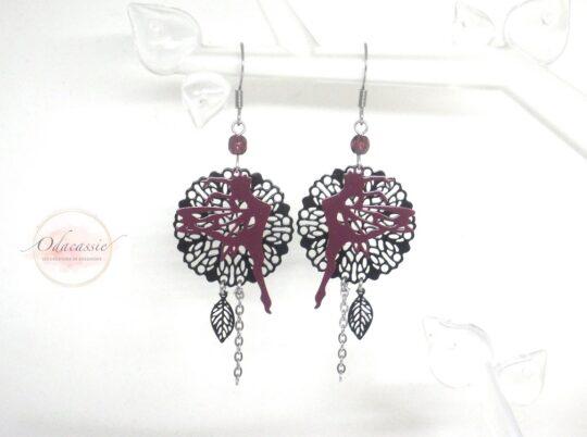 Boucles d'oreilles fées dansantes prune violet noir fines estampes perles acier inoxydable édition très limitée par Odacassie