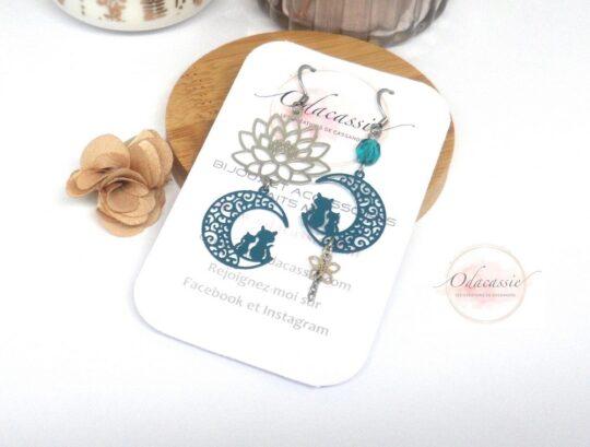 Boucles d'oreilles dissociées chats sur la lune fleur de lotus perle acier inoxydable bleu canard par Odacassie les créations de Cassandre