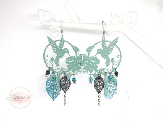 Boucles d'oreilles oiseaux et fleurs vert menthe vert émeraude noir fines estampes acier inox par Odacassie